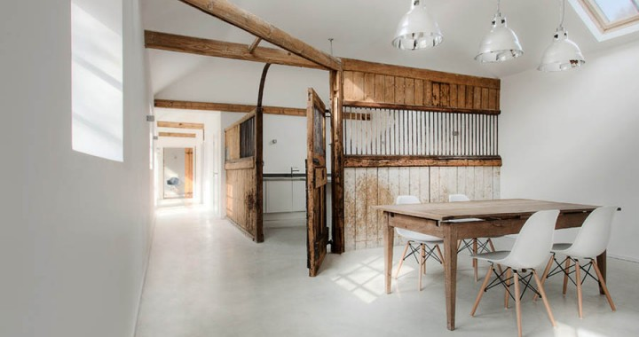 English-stable-turned-into-minimalist-rustic-guesthouse1