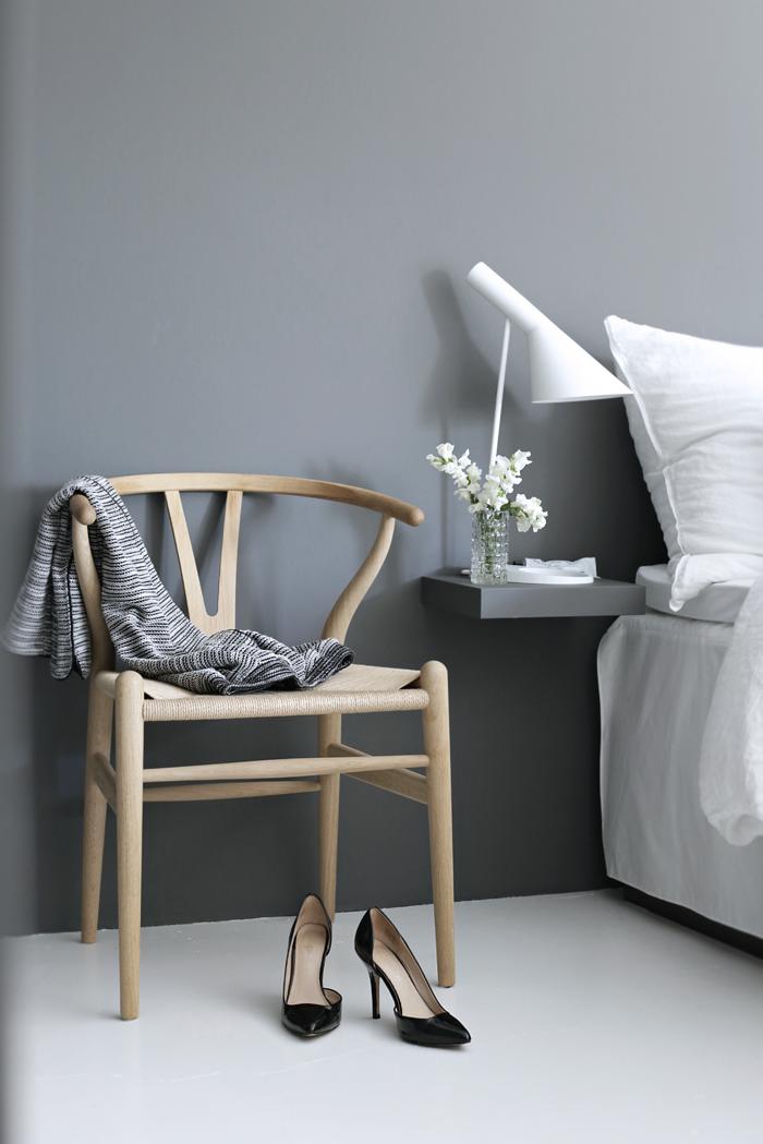 Wishbone-chair_bedroom