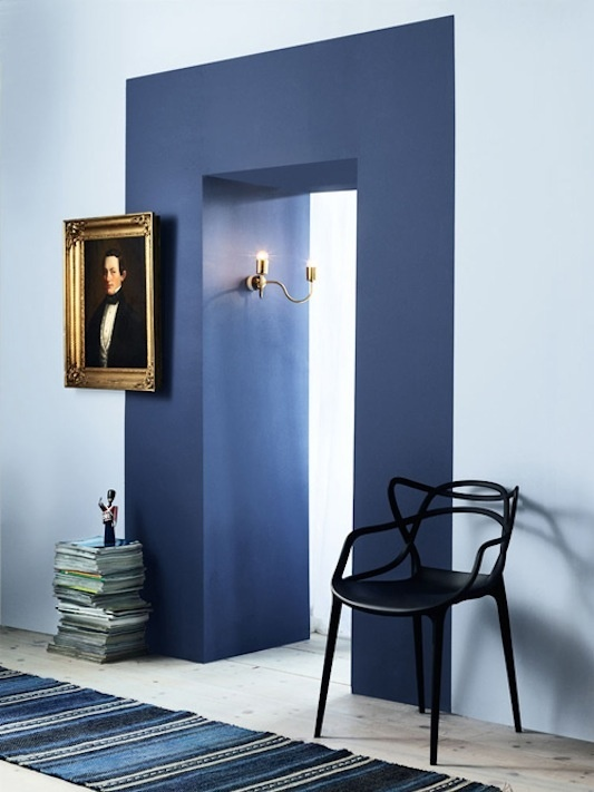 Such-a-great-idea-to-give-an-entrance-a-colored-frame-via-InteriorJunkie - VKV Visuals